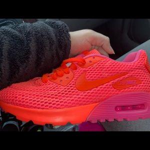 Neon Nike's